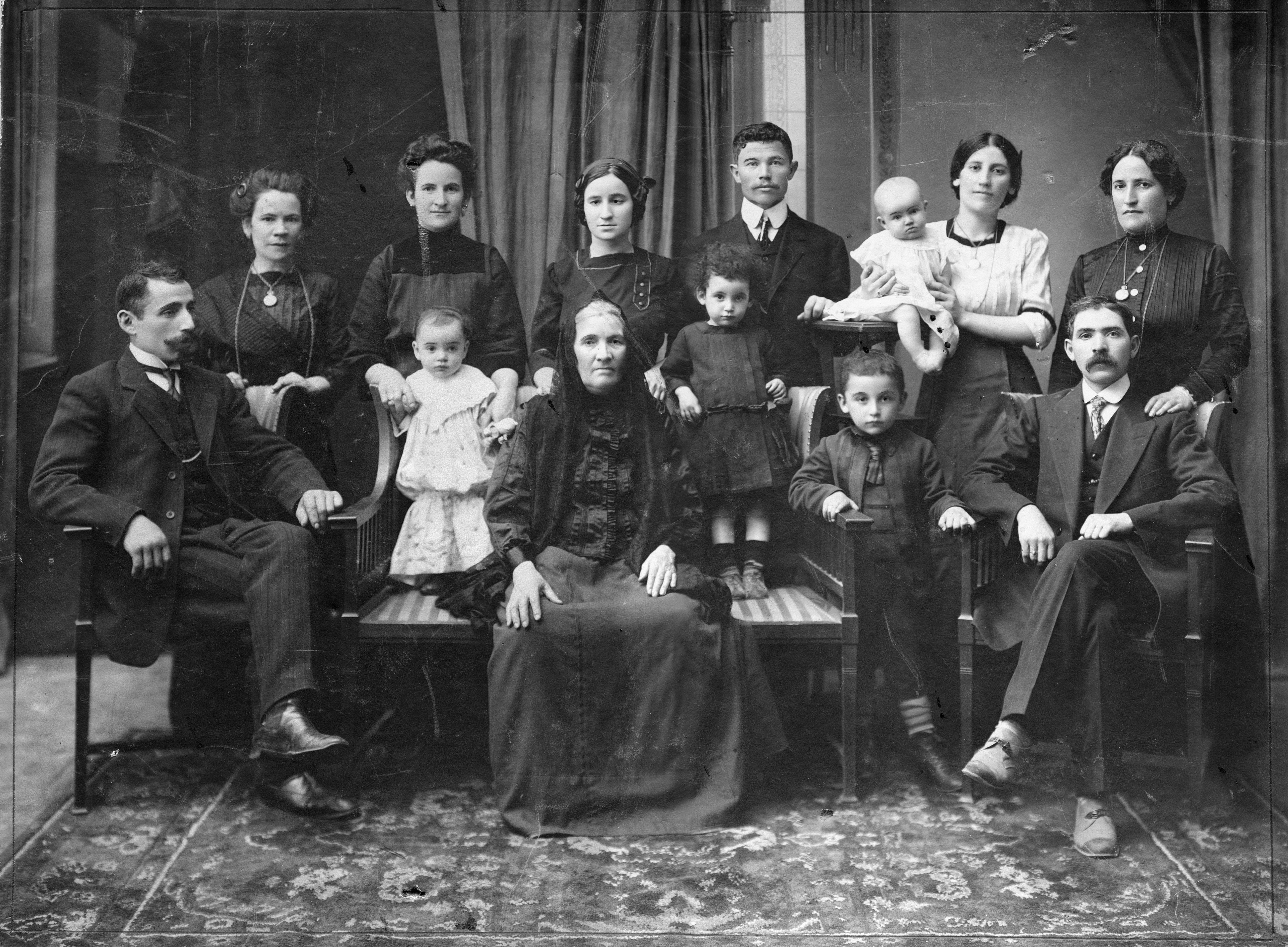 ... 2.7 MB Diamond Family Portrait, 1910 (3858x2837) JPEG ...